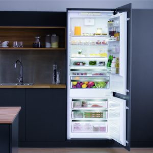 Hotpoint_70cm built-in fridge freezer
